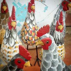 Curtindo a manhã com a galera... #galinha  #decoração #decorar #decoracao #galinhas #galo #artesanatomineiro #artesanato #artesanal #artesanatobrasil #minasgerais