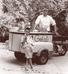 Black and white memories of ice cream carts - Italian Ways Vintage Pictures, Old Pictures, Old Photos, Italian People, Ice Cream Cart, Street Portrait, Vintage Italy, Vintage Photographs, Historian