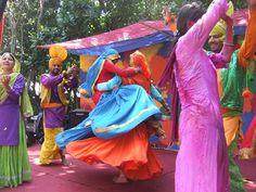 Folk dance at holi Hippie Life, Hippie Chic, Holi Dance, Holi Celebration, Fair Trade, Party Time, Bohemian, Indian, Celebrities
