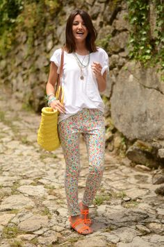 Spring style, printed pant. From Lovely Pepa blog. PERFECT BRIGHTS for spring those sandals! <3