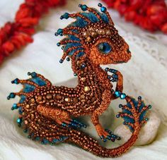 By now we've seen all kinds of dragons, from the ones made of felt to the wooden ones. Yet Russian master of embroidery, Alyona Lytvin, still managed to surprise us with her miniature dragons made out of beads. Beaded Jewelry Patterns, Beading Patterns, Beading Jewelry, Beading Ideas, Bracelet Patterns, Brooches Handmade, Handmade Jewelry, Wire Jewelry, Handmade Wire