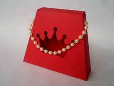 mini bolsa coroa de princesa vazada + alça em pérolas