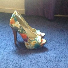 ✨Flash Sale✨Floral High Heels Great for the spring/summer time!  Diba Shoes Heels