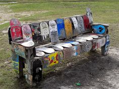 Seen at a Skatepark just outside of London is this amazing park bench made from recycled skate boards. Skateboard Furniture, Skateboard Decks, Skateboard Shelves, Car Furniture, Street Furniture, Skate Shape, Cool Skateboards, Reuse Recycle, Reduce Reuse
