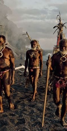 by Jimmy Nelson We Are The World, People Of The World, Beautiful World, Beautiful People, Jimmy Nelson, Spiritual Warrior, Anthropologie, Papua New Guinea, World Cultures