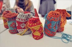 Jacquard crochet bags - aren't they fab! This article is about a crochet workshop and they made these little bags.