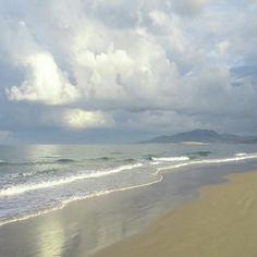 Buenos días de verano #Guau... nublados pero contentos... #Tarifa #nosgustalaplaya #EspírituGuau