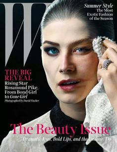 Rosamund Pike: Dark and Twisted - Rosamund Pike Cover Valentino dress; Beauty note: Klorane Floral Gel Eye Make-Up Remover ensures an easy takeoff. Photography by David Fincher. Le Vatican, Marie Claire, David Fincher, V Magazine, Stuff Magazine, Magazine Wall, Magazine Layouts, Vanity Fair, Rosamund Pike Gone Girl