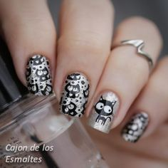 Nail art - Silver Cats Stamping with from Bornpretty Store Mais Fabulous Nails, Gorgeous Nails, Pretty Nails, Cat Nail Art, Cat Nails, Seasonal Nails, Holiday Nails, Nails Only, Love Nails