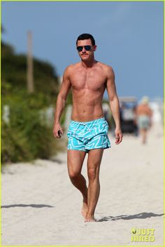 Luke Evans: Shirtless On Miami Beach! | luke evans shirtless on miami beach 01 - Photo Gallery | Just Jared