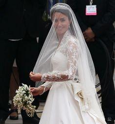 kate middleton's wedding dress - shades of Grace Kelly #KateMiddleton #KateAndWilliam #RoyalWedding