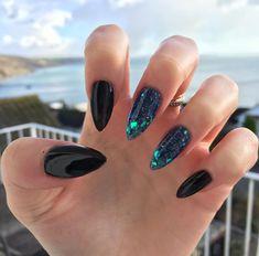 Emerald and black encapsulation #blacknails