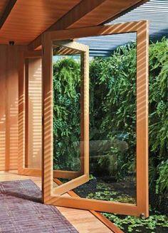 Porta-camarão - Legenda completa: Na cabana idealizada pelo arquiteto...