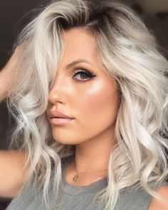 40 Gorgeous Platinum Blonde Hair Colors And Styles For You – Page 32 of 40 – Chi… - Weißes Haar Blonde Hair Black Girls, Platinum Blonde Hair Color, Silver Blonde Hair, Icy Blonde, Ombre Hair Color, Short Platinum Hair, Platinum Blonde Balayage, Blonde Wig, Purple Hair