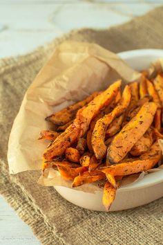 Cartofi dulci la cuptor Raw Vegan Recipes, My Recipes, Cooking Recipes, Vegan Food, Carrots, Food And Drink, Low Carb, Minute, Vegetables