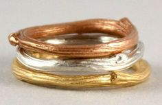 I love the structure of these twig wedding rings. Very simple and very unusual at the same time!