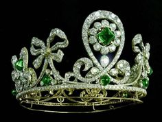 THE EMERALD AND DIAMOND ROCOCO DIADEM OF 1901, BY BOLIN ~ it was created for the last Russian Empress Alexandra who was its first and last official owner. Known several official portraits of Alexandra, done between 1901-1910 where she posed in this diadem that suited her greatly. After the Revolution of 1917 the diadem was lost; its story and the owner of this jewelry is still unknown. Royal Crowns, Royal Tiaras, Crown Royal, Tiaras And Crowns, Diamond Bows, Diamond Tiara, Emerald Diamond, Sapphire, Royal Jewelry