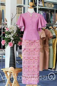 ชุดผ้าไหม Myanmar Traditional Dress, Thai Traditional Dress, Traditional Outfits, Batik Dress, Silk Dress, Modern Filipiniana Dress, Thailand Fashion, Thai Fashion, Batik Fashion