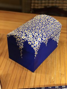 Wooden Crafts rustikaler stil dekoriert mdf box - caixasdemadeira - Her Crochet Wooden Box Crafts, Painted Wooden Boxes, Painted Jewelry Boxes, Painted Chairs, Wood Boxes, Painted Furniture, Dot Art Painting, Painting On Wood, Altered Cigar Boxes