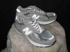 Women's New Balance 990v3 Stability 5 Running Sneakers Sz 9 Gray/White  W990GL3