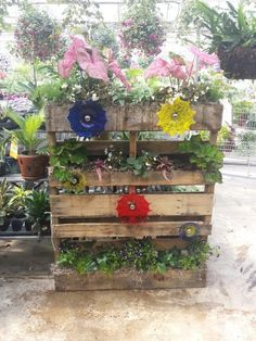 Pallet garden with blown glass accents