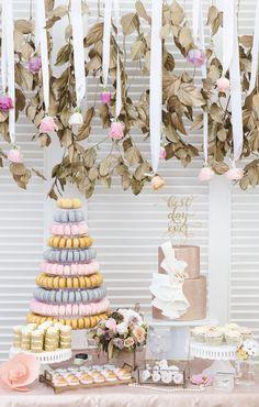 #inspiracióninnovias para el #candybar perfecto en tonos rosas: https://innovias.wordpress.com/2015/08/07/un-candy-bar-para-una-boda-perfecta/