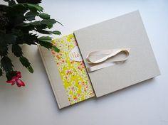 Etui et Album photo / Cadeau de naissance par AtelierCeliaCasal