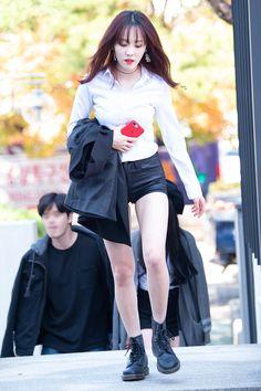 Gfriend performance at Hello Mr. K at Chungnam National University 181025 Cr : owner Kpop Girl Groups, Korean Girl Groups, Kpop Girls, Kim Ye Won, Gfriend Yuju, G Friend, South Korean Girls, Dyed Hair, Besties
