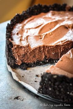 Vegan Oreo Chocolate Mousse Tart. No one even knew! It was delicious. Great dessert for lactose intolerant. Very easy too #VeganDesserts