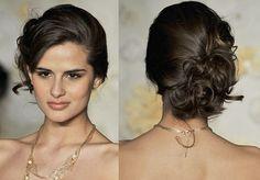 Penteados para madrinhas Você foi convidada para ser madrinha em um casamento e está em dúvida sobre o que fazer com os cabelos? Em primeiro lugar, lembre-
