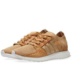 American rapper and record executive Pusha T came from the street to claim his name as a global icon, just as adidas' EQT rose to fame. Here, in a collaboration with the hip-hop artist, these neutral sneakers flash adaptive adidas Primeknit uppers with premium carp skin overlays and translucent details. Underfoot, the energy-returning power of boost™ and a durable Continental rubber outsole completes this 'King Push Brown Paper Bag' pair. Primeknit Uppers Carp Skin Collar, Forefoot & Heel...