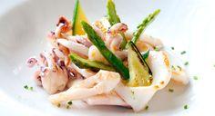 L'insalatina di seppie e asparagi è una ricetta facile e appetitosa per gustare il pesce con le verdure fresche di stagione