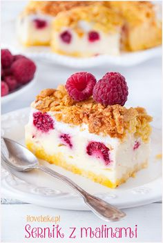 Dessert recipes No Bake Cherry Dump Cake - An easy, no-bake cherry trifle dessert with layers of angel food cake, sour cream, pudding, cherry pie filling and whipped topping. Dessert Crepes, Dessert Bars, Winter Desserts, Great Desserts, Mousse, Biscotti, Flan, White Chocolate Raspberry Cheesecake, Brownies