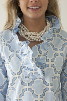 Different fabric pattern … Preppy Style, My Style, Mode Crochet, Moda Chic, Beautiful Blouses, Fashion Outfits, Womens Fashion, Fashion Details, Dress Patterns