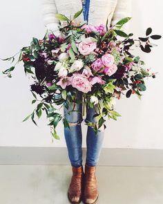 Gorgeous bouquet by Melbourne Florist, Elli Rose My Flower, Fresh Flowers, Beautiful Flowers, Flower Ideas, No Rain, Arte Floral, Rose Bouquet, Peonies Bouquet, Flower Bouquets