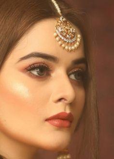 Pakistani Bridal Makeup, Pakistani Wedding Outfits, Pakistani Dresses, Indian Outfits, Beautiful Women Videos, Beautiful Girl Image, Beautiful Pictures, Cute Beauty, Beauty Full Girl