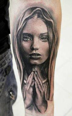 Girls face prey tattoo