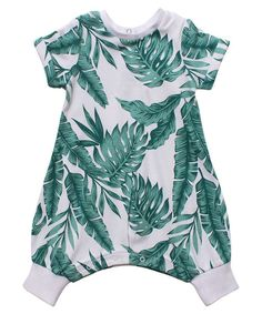 Babies romper with all-over leaf print and inner leg domes and domes at the neck for easy changes.||Made from: 100% cotton.