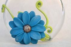 There are millions of home decor projects available that anyone can do. However, you will also find that the best creative ideas for your. Wine Bottle Vases, Wine Bottle Crafts, Glass Bottles, Polymer Clay Projects, Polymer Clay Creations, Clay Crafts, Vides, Clay Vase, Polymer Clay Flowers