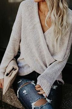 d884f382ac Wrap-around sweater with torn jeans Mode Outfits