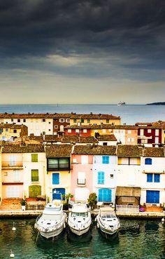 Découvrez le #Port de #Grimaud et partez (presque) en  #Toscane ! #canal #dépaysement #France