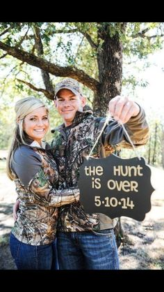 Cute hunting engagement picture | cute engagement idea #camo #hunting