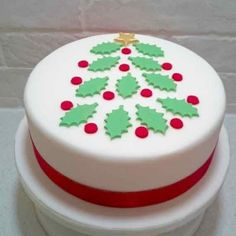 Decorate your Christmas Cake with this impressive edible holly leaf Christmas tree cake topper. The topper is designed to look like a Christmas tree. Fondant Christmas Cake, Mini Christmas Cakes, Christmas Cake Designs, Christmas Cake Topper, Christmas Tree Cake, Christmas Cake Decorations, Christmas Sweets, Holiday Cakes, Christmas Cooking
