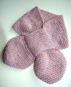 Der er ikke noget nyt ved denne model…Det er den klassiske halsfisk, som jeg synes, er et musthave vinter efter vinter.(jeg bruger dem også selv)Nem at give på, nem at få af, ingen kvælningsf… Knitting For Kids, Knitting For Beginners, Crochet For Kids, Knitting Projects, Crochet Baby, Knit Crochet, Crochet Poncho Patterns, Dress Sewing Patterns, Baby Knitting Patterns