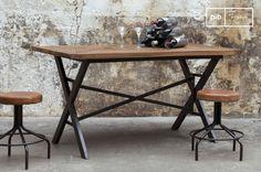 Cadé tafel en andere eettafels ontdekken bij PIB, de specialist in vintage meubels, verlichting en accessoires.
