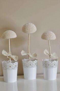 ...Handy Crafter...: Hat Stand Tutorial and Crochet Baby Hats ༺✿ƬⱤღ  https://www.pinterest.com/teretegui/✿༻
