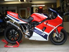 Honda VF 1000R.