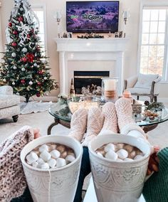 Image about aesthetic in WINTER by 𝒥𝒶𝓃𝑒𝓉 on We Heart It - Weihnachten & Christmas Christmas Feeling, Christmas Time Is Here, Merry Little Christmas, Cozy Christmas, All Things Christmas, Christmas Lights, Christmas Holidays, Christmas Decorations, Grinch Christmas
