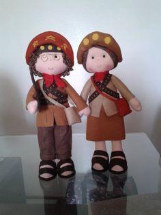 Lampião e Maria Bonita. Bonecos feitos em feltro com 35 cm.