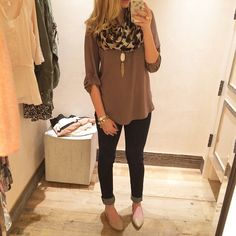 Love the basic brown top, it'd go perfect with my leopard print scarf.  Love the neclace